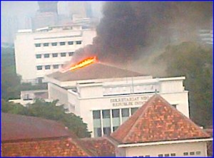 Gedung Sekretariat Negara - Terbakar