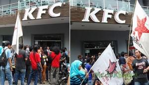 Puluhan mahasiswa yang tergabung dalam Front Mahasiswa Sumatera Utara (FROM-SU), melakukan aksi unjuk rasa di depan KFC Jalan Sutomo, Medan, Senin (2/9/2013).